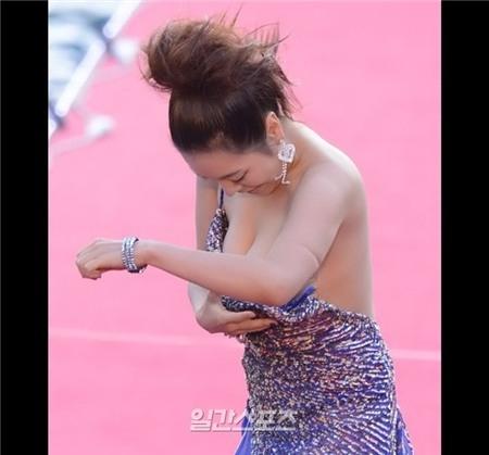 Yeo Min Jung quen mặt với khán giả qua AVIdol - một bộ phim cấm trẻ em dưới 18 tuổi của Hàn Quốc.