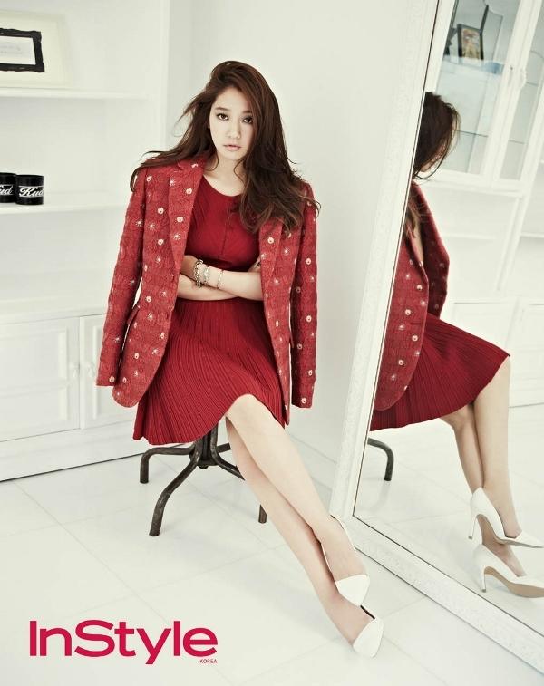 Park Shin Hye quyến rũ mê hoặc cùng sắc đỏ