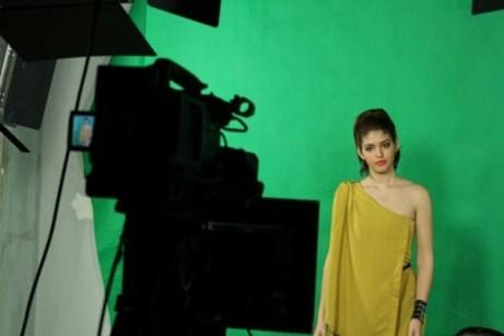 Trong trường quay của chương trình Video Fashion News