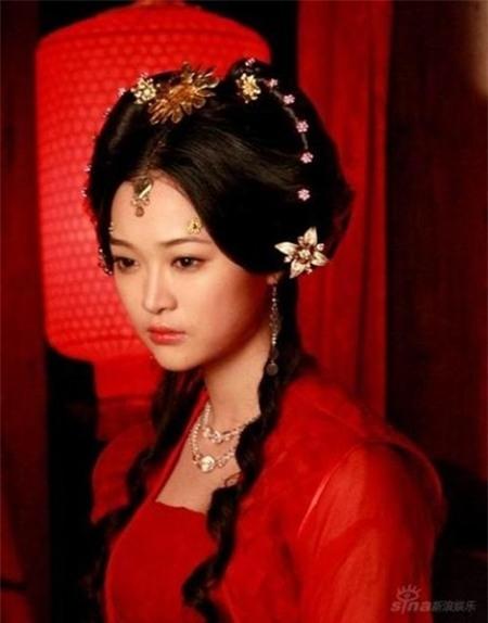 Khuôn mặt đáng yêu bầu bĩnh với đôi mắt tròn ngây thơ, Hà Trác Ngôn đã thể hiện một Tiểu Chiêu đầy ấn tượng