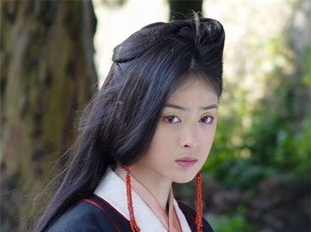 Người đẹp Tưởng Hân thể hiện một nàng Mộc Uyển Thanh xinh đẹp, sắc sảo trong Thiên Long Bát Bộ do Đài truyền hình Giang Tô sản xuất năm 2004.