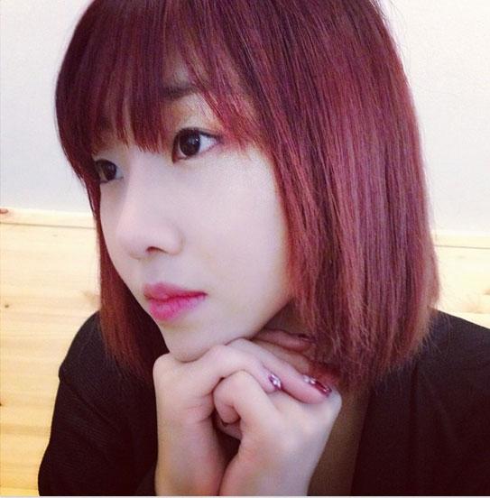 """Minzy vừa gửi lời động viên đến các fan hâm mộ khi đăng một bức ảnh với lời nhắn: """"Hãy ngẩng mặt lên ngay cả trong những lúc đau buồn""""."""