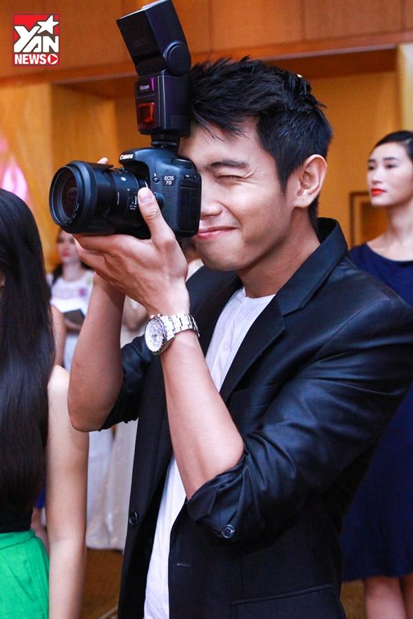 Quang Đăng, Hà Anh đọ dáng bên dàn hoa hậu quốc tế