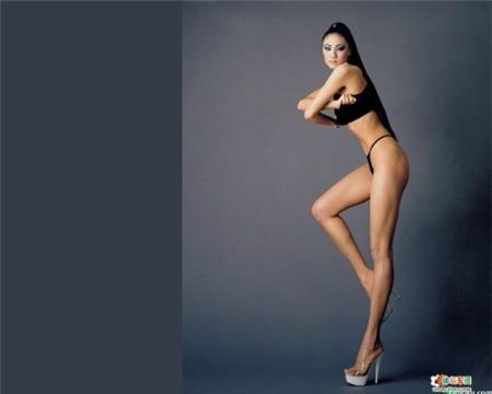 Cặp chân dài miên man 113cm của Trần Tư Toàn được mua bảo hiểm 7,1 tỷ đồng.