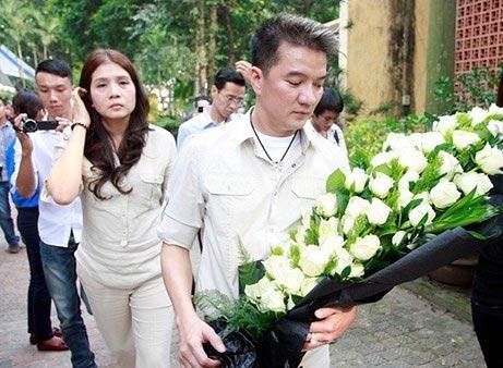 Mr Đàm mang hoa đến viếng Đại tướng Võ Nguyên Giáp - Tin sao Viet - Tin tuc sao Viet - Scandal sao Viet - Tin tuc cua Sao - Tin cua Sao