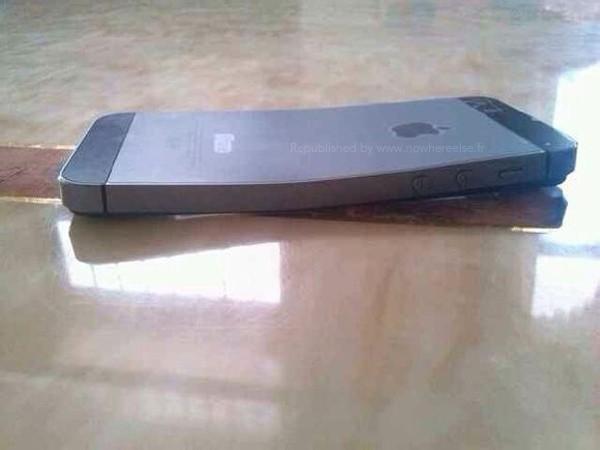 Chiếc iPhone 5S bị cong vênh khi để ở túi quần sau.