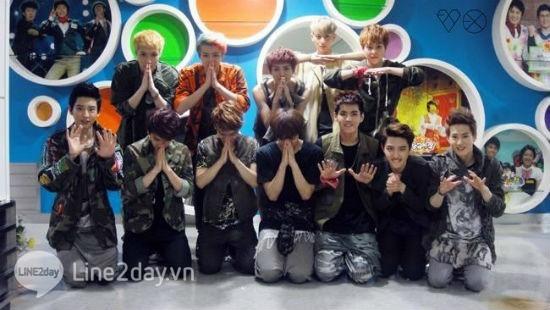 EXO cầu xin fan cuồng ngừng những hành vi quá khích