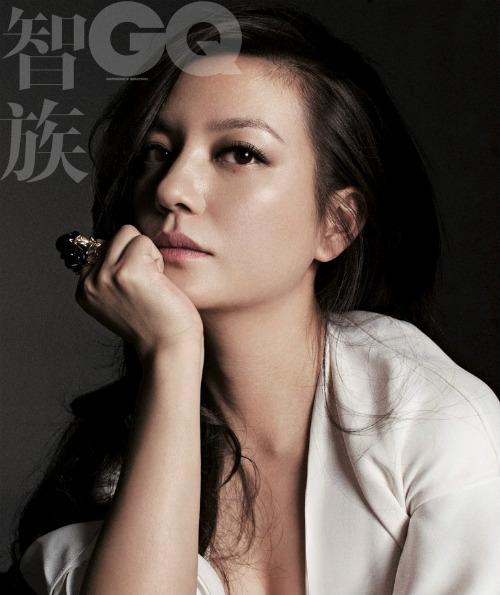 Năm 2005, với bộ phim A Time to Love, giúp Triệu Vy mang về giải thưởng Nữ diễn viên chính xuất sắc tại LHP Quốc tế Thượng Hải.