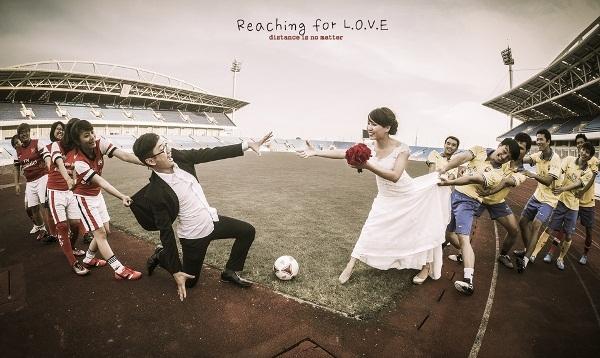 Ấn tượng ảnh cưới nhí nhố cùng tình yêu bóng đá