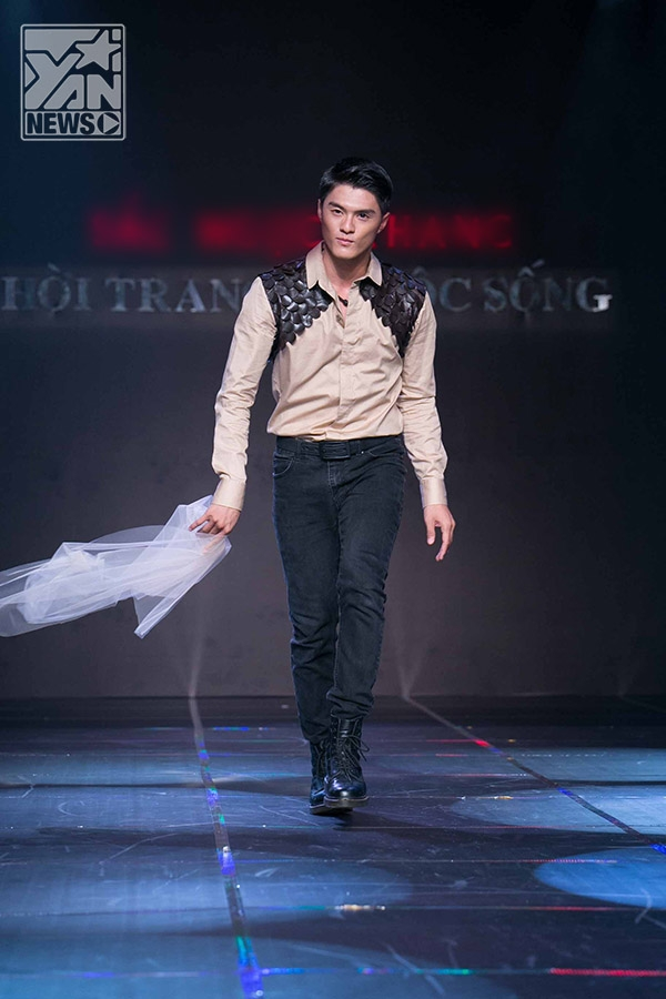 Lâm Vinh Hải khoe vẻ điển trai, lịch lãm trên sàn catwalk