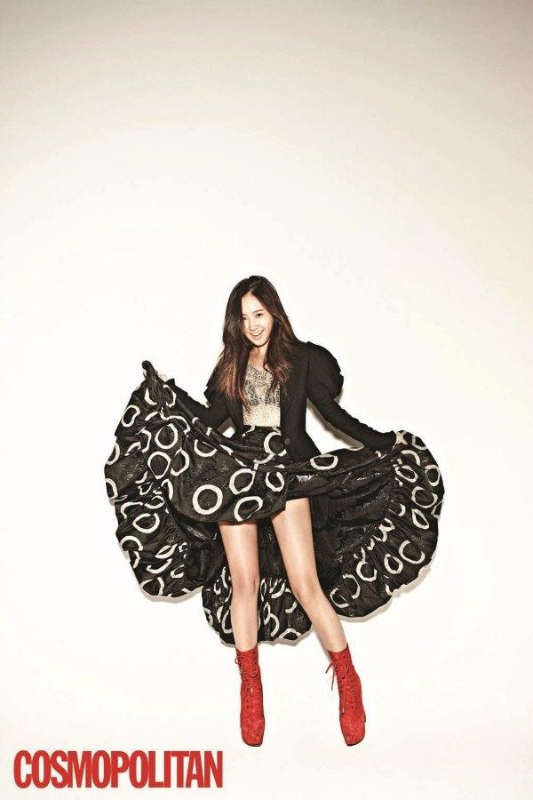 Ngắm Yuri (SNSD) cực quyến rũ với đầm đen cá tính