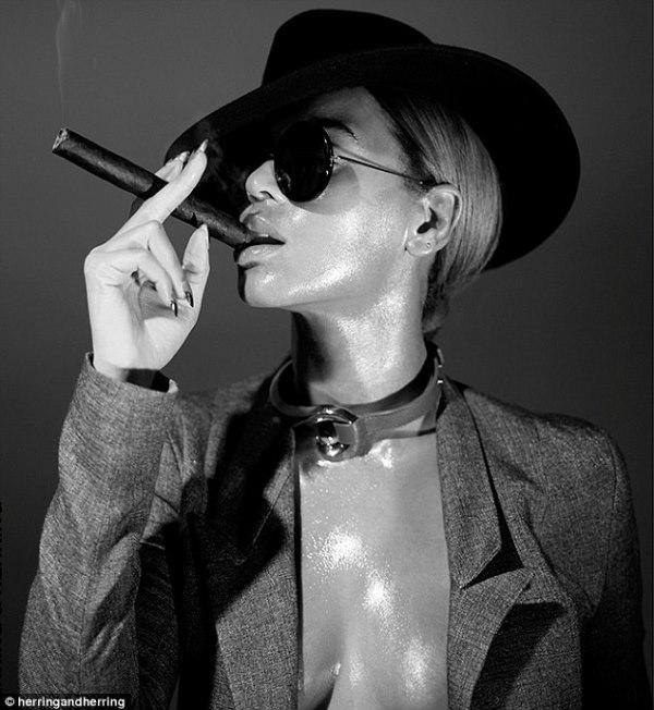 Beyoncé nóng bỏng với 3 vòng đẫy đà trong bộ ảnh thời trang mới