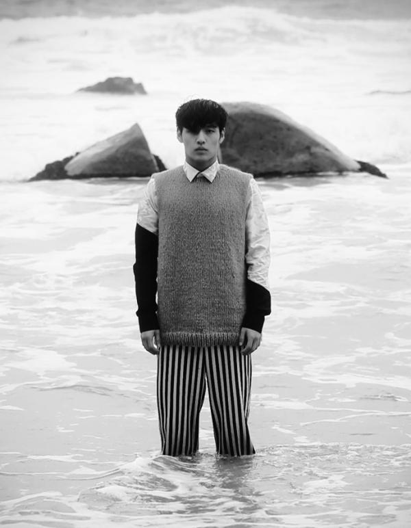 Ấm áp cùng len với Kang Ha Neul giữa biển xanh dậy sóng
