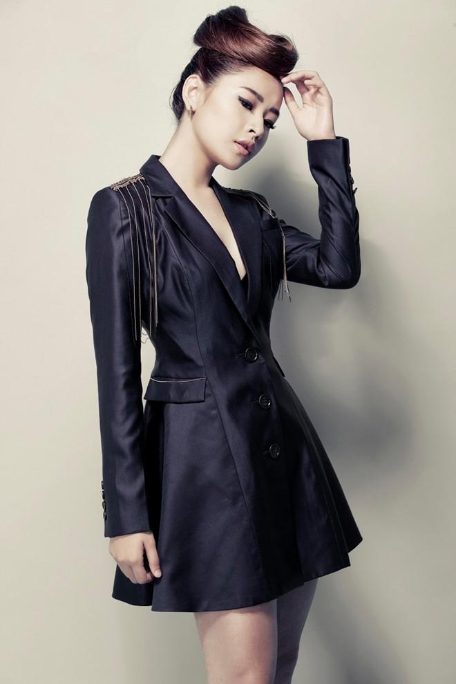 Dù chiều cao không quá nổi bật, nhưng với vóc dáng cân đôi, cô dễ dàng phù hợp với nhiều tạo hình khác nhau từ nữ tính đến cá tính, gợi cảm.
