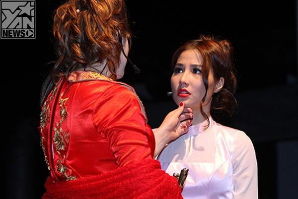 Diễm My 9Xtrong vai tiểu thư Cecile trong vở kịch Những mối quan hệ nguy hiểm.