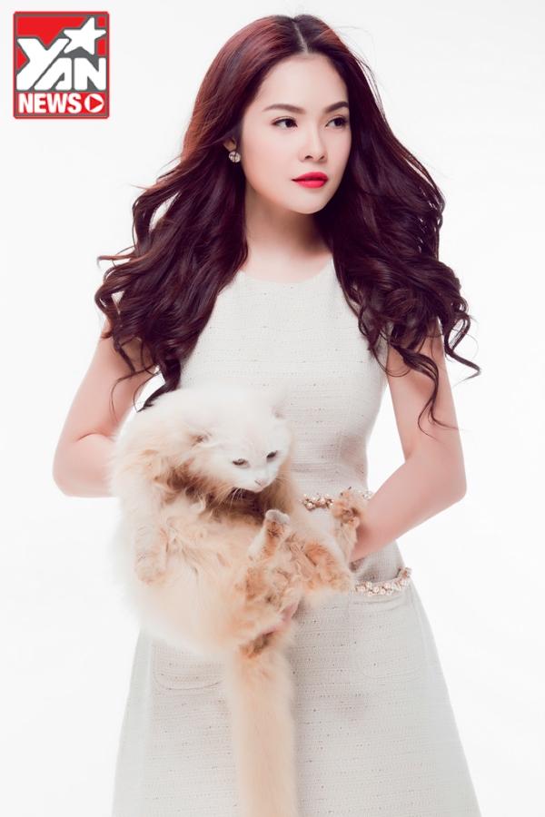 """Dương Cẩm Lynh khoe vẻ đẹp """"không tì vết"""" bên thú cưng"""
