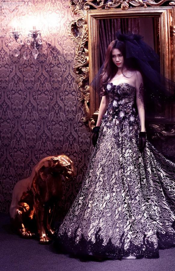 Thót tim với hình ảnh cô dâu ma của Sĩ Thanh