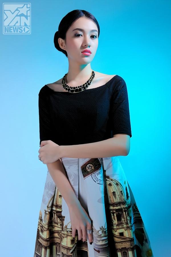 Người mẫu Lê Hà khoe dáng xinh cùng váy họa tiết