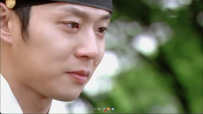 Yoochun có khá nhiều cảnh quay phải rơi nước mắt trong Rootop Prince