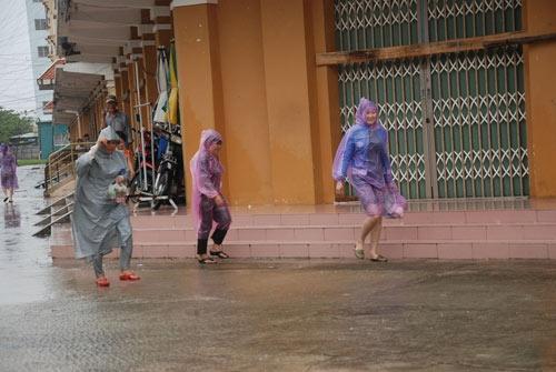 Lượng mưa ở Đà Nẵng đã giảm dần   Người dân Đà Nẵng đã bắt đầu ra ngoài mua thêm các nhu yếu phẩm cần thiết