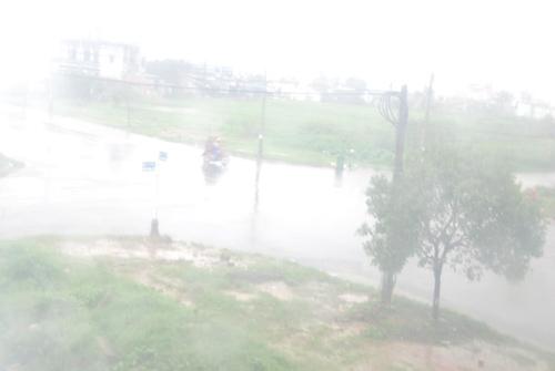 Ở Đà Nẵng, mưa bao phủ trắng cả bầu trời
