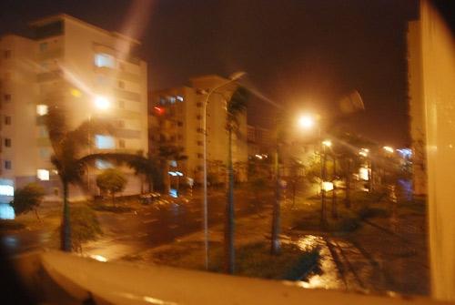 Gió bắt đầu đổ bộ vào Đà Nẵng