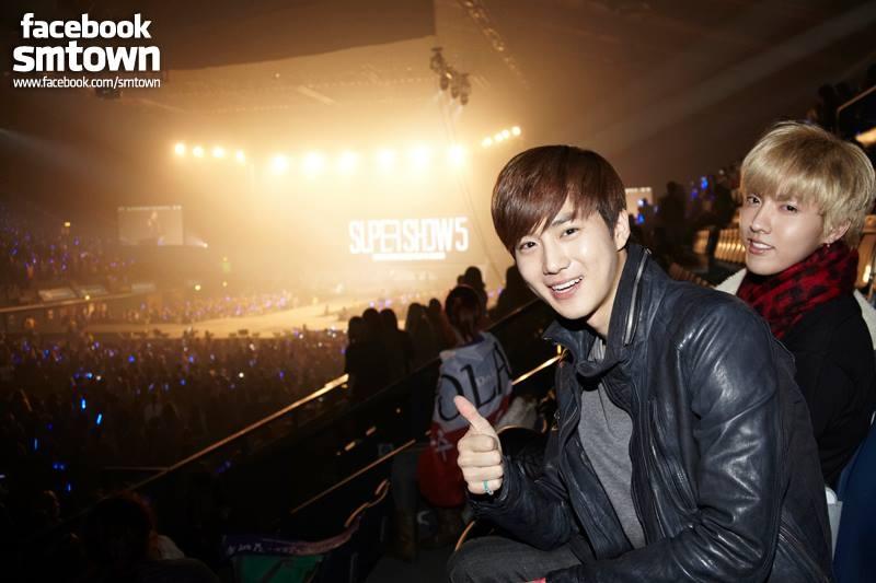 EXO tới Luân Đôn ủng hộ đàn anh Super Junior