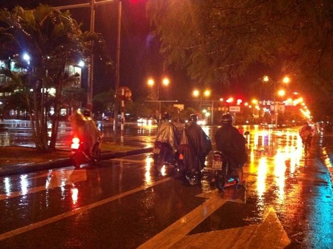 [Trực tiếp] 14 người chết, Hải Phòng di dân trong đêm tránh bão