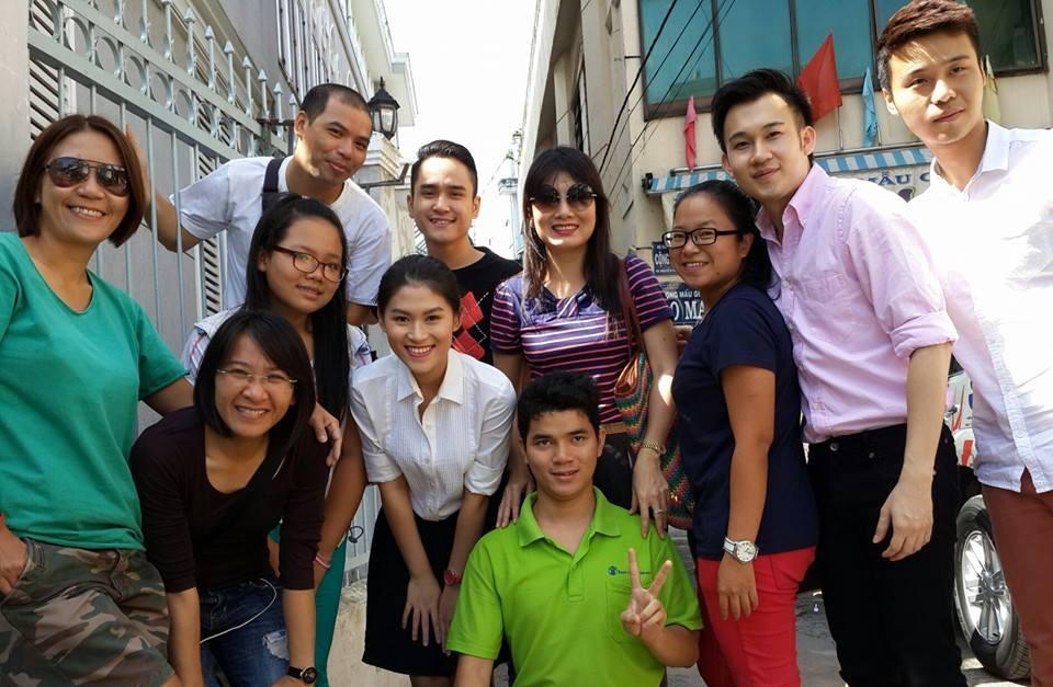 Nhà báo Dương Bình Nguyên cũng có mặt trong chuyến đi thiện nguyện lần này - Tin sao Viet - Tin tuc sao Viet - Scandal sao Viet - Tin tuc cua Sao - Tin cua Sao