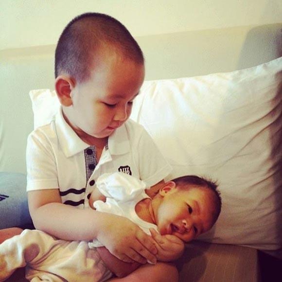 Những cặp đôi nhóc tỳ đáng yêu nhà sao Việt
