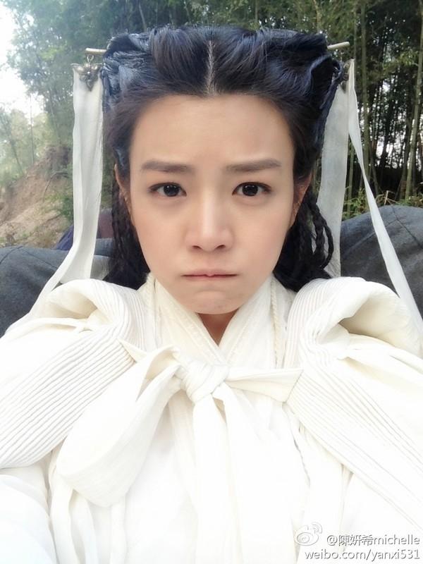 """Bức ảnh """"Tiểu Long Nữ mang nỗi buồn khó nói"""" do Trần Nghiên Hy chia sẻ trên Weibo."""