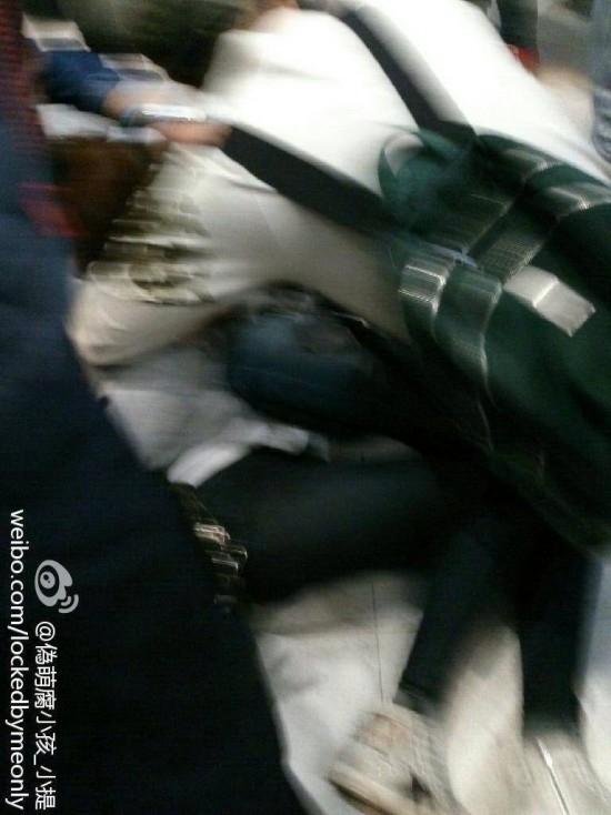 Hình ảnh do một fan cung cấp cho thấyJessicangã xuống sàn