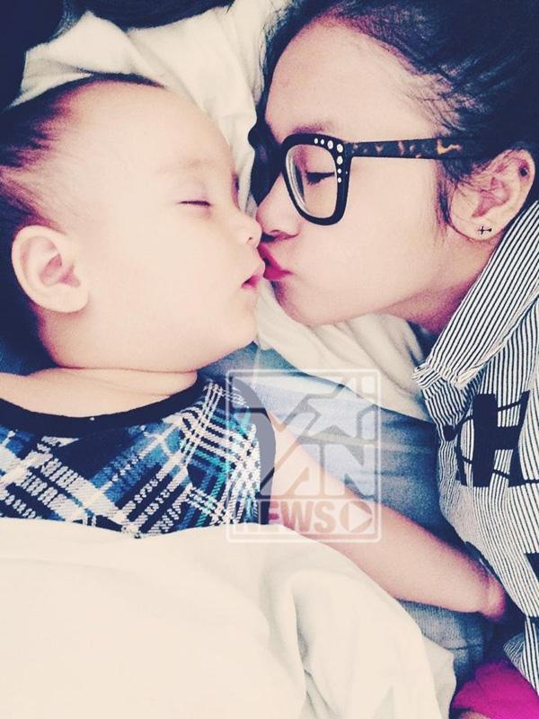 Chị Bột Giặt - tên thân mật của Thiện Thanh, con gái diva Thanh Lam - rất yêu cậu em nhỏ này, cô bé luôn tranh thủ chụp rất nhiều hình ảnh, giữ lại nhiều khoảnh khắc đáng yêu cùng Bobo.