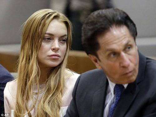 Lindsay Lohan liên tục ra tòa.
