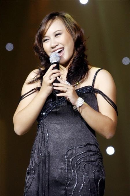 """Có """"cơ địa"""" của một cô gái dễ tích mỡ, Khánh Linh từng đau đầu một thời gian vì thân hình phì nhiêu."""