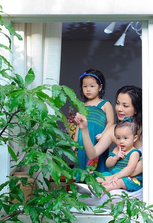 Ngọc Thúy và 2 con khi sống ở TP.HCM - Tin sao Viet - Tin tuc sao Viet - Scandal sao Viet - Tin tuc cua Sao - Tin cua Sao