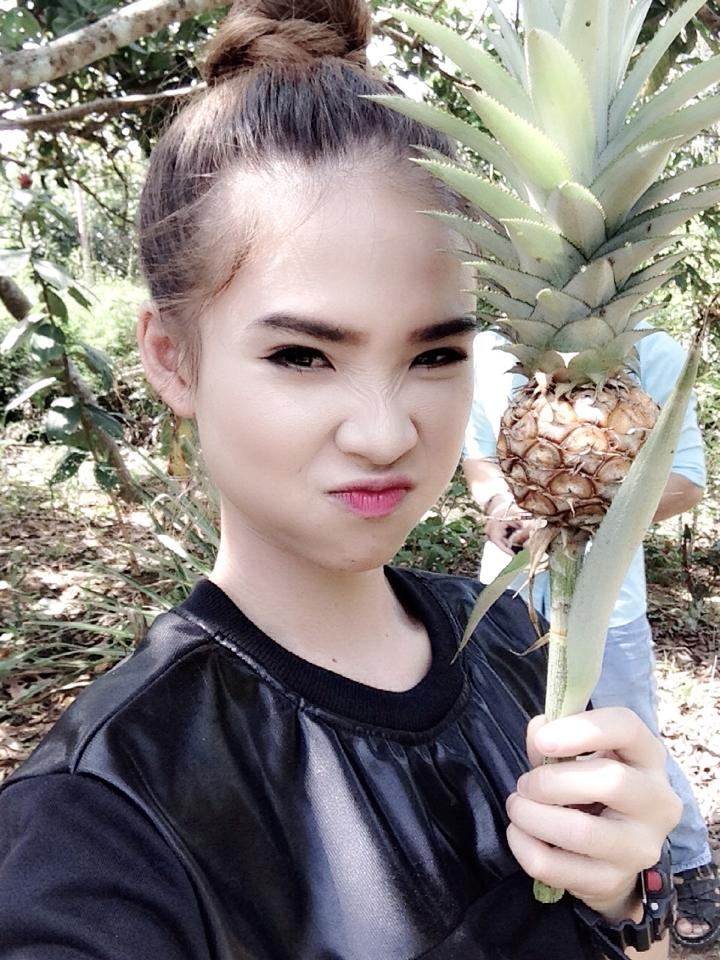 Ngọc Trinh bù đầu kinh doanh, Angela Phương Trinh nôn nao Noel