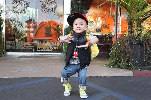 Sau clip Gangnam Style đình đám có lẽ sắp tới Jacky sẽ có thêm nhiều clip nhảy nhót khác. Cậu nhóc tinh nghịch này có vẻ rất mê nhảy múa và hay nhún nhảy theo nhịp nhạc.