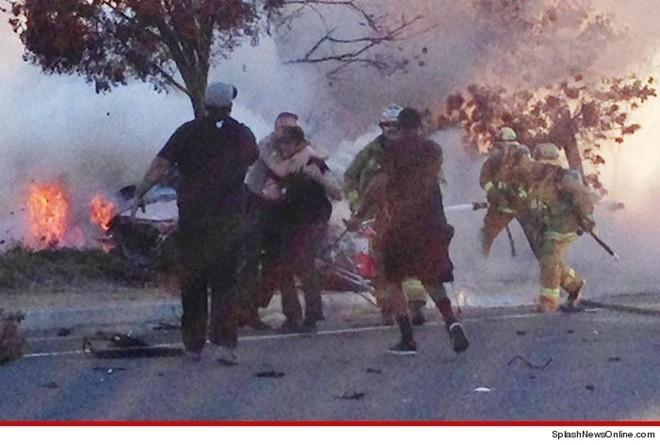Hình ảnh một người bạn của Paul - Nute - được cảnh sát ép rời khỏi chiếc xe, khi anh này cố gắng dùng bình cứu hỏa dập đám cháy. Theo những nhân chứng quanh đó, Nute đã xúc động dữ dội khi biết bạn mình bị kẹt trong xe, thậm chí anh còn đấm một lính cứu hỏa vì đã ngăn cản mình cứu bạn.