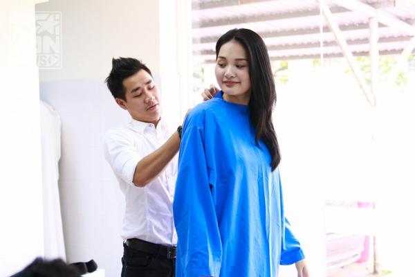 Hoa hậu Hương Giang và MC Nguyên Khang khoác áo bác sĩ vào phòng mổ - Tin sao Viet - Tin tuc sao Viet - Scandal sao Viet - Tin tuc cua Sao - Tin cua Sao