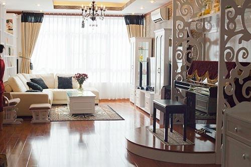 Vợ chồng Ốc Thanh Vân rất ưng ý với ngôi nhà mới của mình.   Căn hộ mới vẫn được trang trí theo phong cách châu Âu với gam màu trắng tinh tế. - Tin sao Viet - Tin tuc sao Viet - Scandal sao Viet - Tin tuc cua Sao - Tin cua Sao