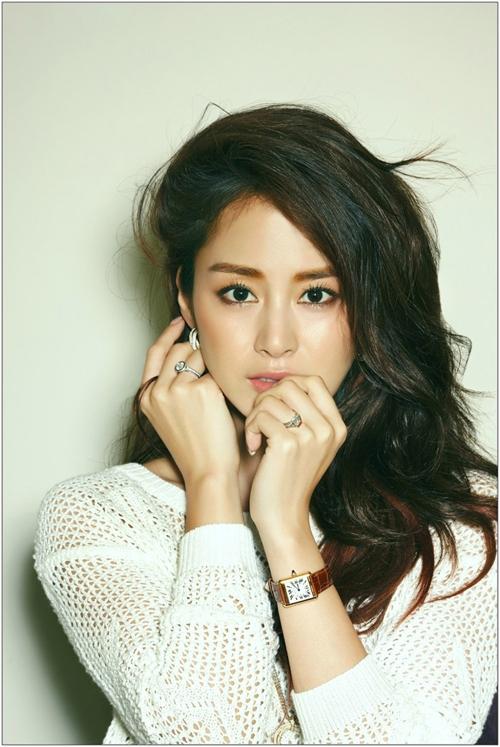 """Chuyện tình với Bi Rain cũng là một trong những lý do giúp cái tên Kim Tae Hee thêm sức hút. Đương nhiên không thể không kể đến thành công của bộ phim cổ trang đầu tiên trong sự nghiệp của cô, """"Jang Ok Jung""""."""