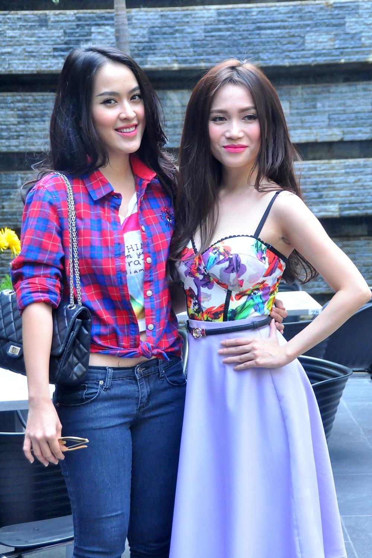 Sĩ Thanh cùng với cô bạn thân của mình - diễn viên Tú Vi