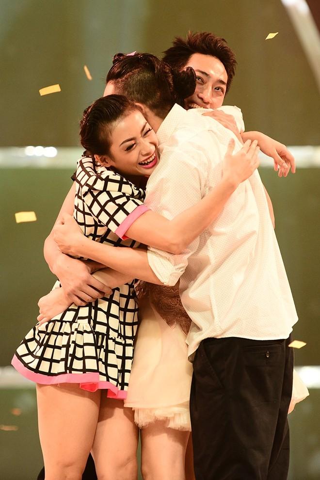 Đình Lộc, Mỹ An và Ngọc Anh cùng chia sẻ niềm hạnh phúc với Ngọc Thịnh.