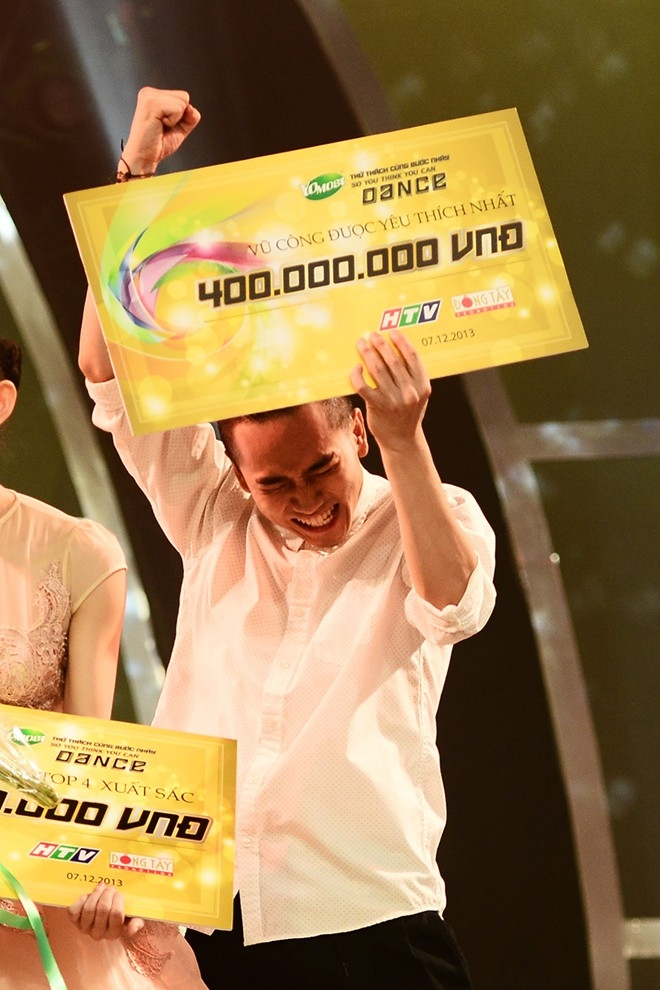 Hot boy sung sướng khoe giải thưởng gần nửa tỉ đồng. Năm nay số tiền thưởng tăng 100 triệu đồng so với năm ngoái.