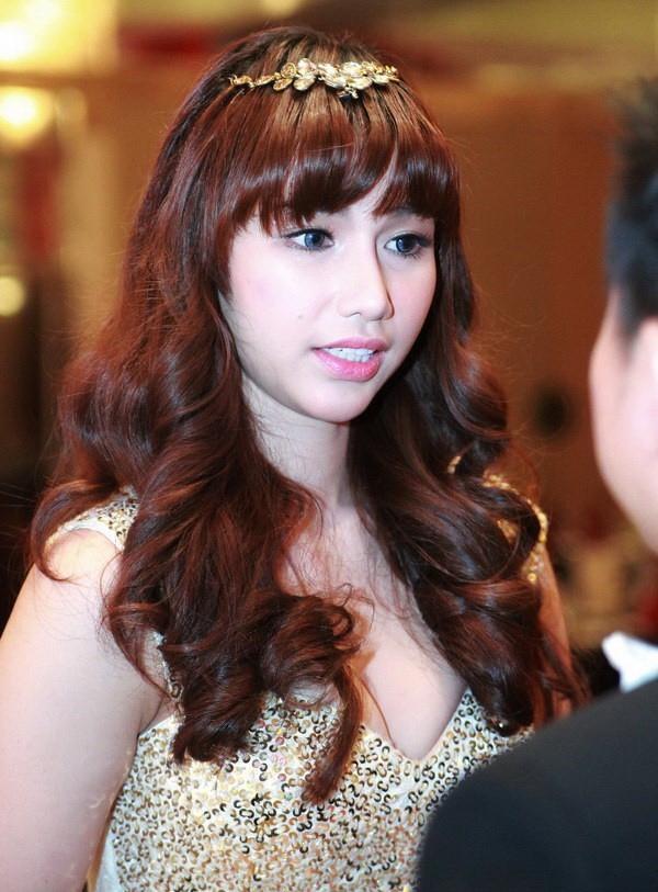 Quỳnh Chi cũng khiến dân tình xôn xao khi bất ngờ xuất hiện với khuôn mặt phù thấy rõ  - Tin sao Viet - Tin tuc sao Viet - Scandal sao Viet - Tin tuc cua Sao - Tin cua Sao