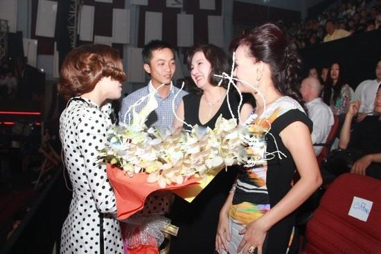 Những khoảnh khắc ôm nhau ấn tượng của Sao Việt - Tin sao Viet - Tin tuc sao Viet - Scandal sao Viet - Tin tuc cua Sao - Tin cua Sao