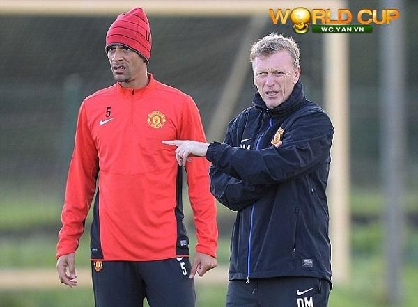 Rio Ferdinand công khai chỉ trích David Moyes