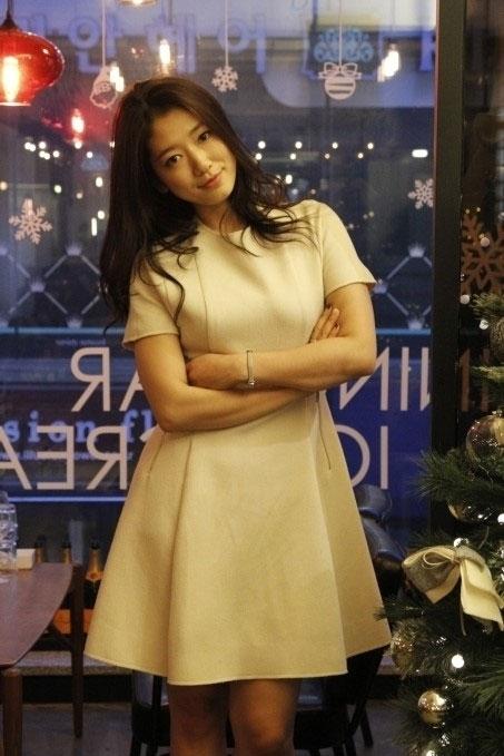 Park Shin Hye sốc vì bị Lee Min Ho hôn