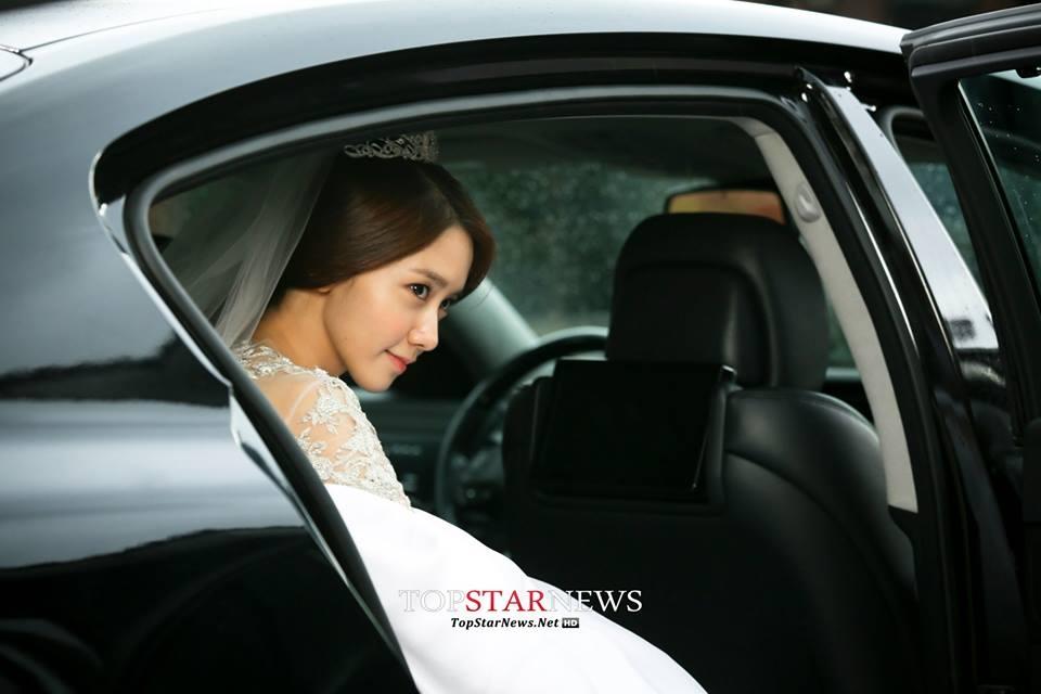 Yoona cười thả ga ngày lên xe hoa